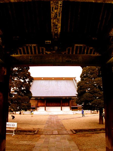 3.如来寺 山門から境内s.jpg