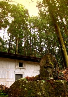 42 大黒天 小原熊の神社 小.jpg