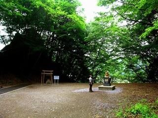 27 楯岩鬼怒姫神社広場.JPG